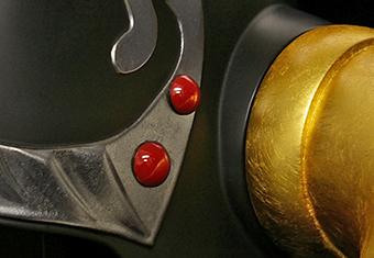 拳王の兜 装飾(赤丸)